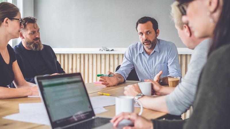 Lær selgerne å se på seg selv som rådgivere – ikke selgere
